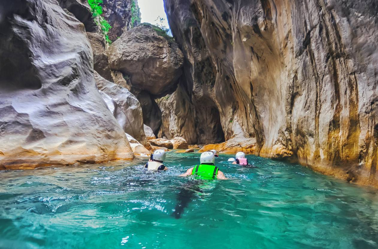 sport outdoor canyoning